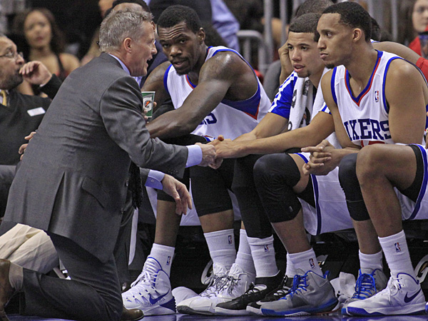 76ers coach Brett Brown talks to his team during  a game at the Wells Fargo Center. (H. Rumph Jr./AP)