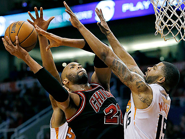 The Bulls´ Taj Gibson shoots over the Suns´ Markieff Morris. (Matt York/AP)