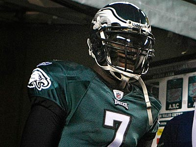 Michael Vick set a career high, averaging 8.3 rushing attempts per game last season. (Ron Cortes/Staff file photo)
