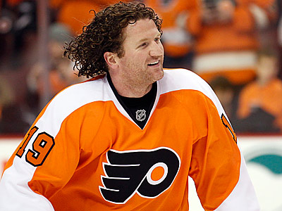Flyers´ Scott Hartnell will be one of the participants in the benefit game.  (Yong Kim/Staff Photographer)