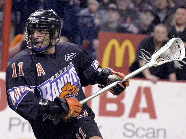 John Tavares, the NLL´s all-time leading scorer, is still going strong at age 45. (Don Heupel/AP)