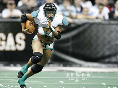 Passion running back Marirose Roach scored four touchdowns in the Lingerie Bowl. (Photo by Eddie Perlas/ / Courtesy of the LFL)