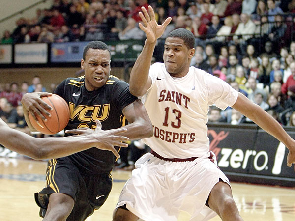 St. Joe´s Ronald Roberts guards VCU´s Treveon Graham in the first half. (Elizabeth Robertson/Staff Photographer)