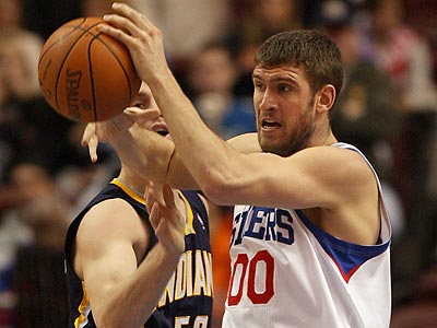 Spencer Hawes´ offensive contributions will be key against Orlando. (Yong Kim/Staff Photographer)