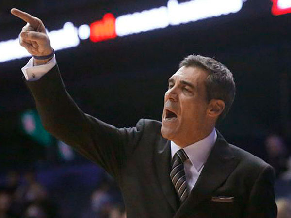 Villanova coach Jay Wright yells to his team during the second half of<br />an NCAA college basketball game against DePaul on Tuesday, Feb. 5,<br />2013, in Rosemont, Ill. Villanova won 94-71. (Charlie Arbogast/AP)