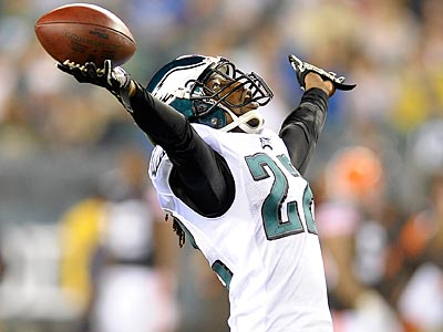 Which teams could be interested in trading for Eagles CB Asante Samuel? (Michael Perez/AP file photo)