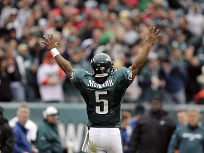 Despite the trade rumors, Donovan McNabb wants to stay with the Eagles. (David Maialetti / Staff Photographer)