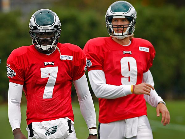 PIctured at left is Eagles quarterback Michael Vick with backup Nick<br />Foles. Philadelphia Eagles practice at NovaCare Complex on Thursday,<br />November 1, 2012. ( ALEJANDRO A. ALVAREZ / STAFF PHOTOGRAPHER )