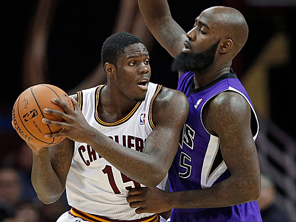 The Cavaliers´ Anthony Bennett tries to get past the Kings´ Quincy Acy. (Mark Duncan/AP)