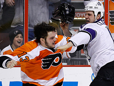 Dan Carcillo, left, and Kings´ Kyle Clifford fight during the first period. (AP Photo/Matt Slocum)
