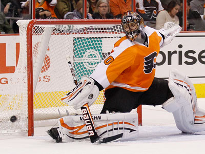 Flyers´ goalie Ilya Bryzgalov watches the puck go past him. (Yong Kim / Staff Photographer)