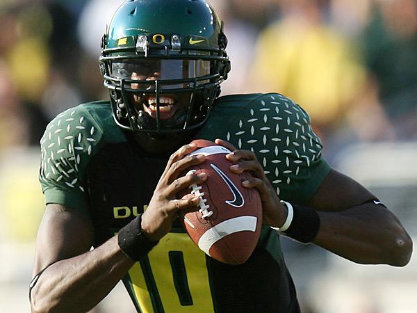 Quarterback Dennis Dixon ran Chip Kelly´s system at Oregon. (AP file photo)
