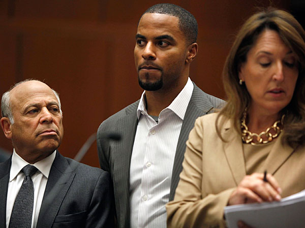 Former NFL football player Darren Sharper, center, appears in Los Angeles Superior Court with his attorneys, Blair Berk, right, and Leonard Levine, Friday, Feb. 14, 2014. Sharper has been charged with raping and drugging women in California. (AP Photo/Los Angeles Times, Liz O. Baylen, Pool)