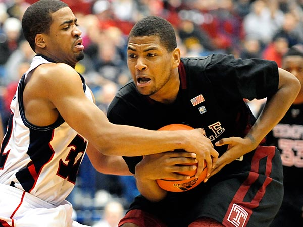 Duquesne ´s Sean Johnson, left, battles for the ball with Temple´s Khalif Wyatt, in the first half of an NCAA basketball game in Pittsburgh, Saturday, Jan. 15, 2011. (AP Photo/John Heller)
