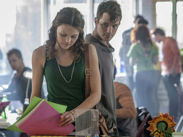 """Aimee Teegarden as Emery and Matt Lanter as Roman in The CW´s """"Star-Crossed,"""" a Romeo and Juliet melodrama with a little sci-fi sauce."""