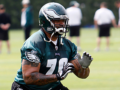 Stacy Andrews started only two games for the Eagles in 2009. (Matt Rourke/AP file photo)