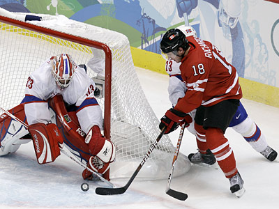 Mike Richards scores a goal in Canada´s win over Norway at the Vancouver 2010 Olympics on Tuesday. (AP Photo/Julie Jacobson)