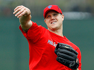 Phillies´ closer Jonathan Papelbon warms up during his first spring in Clearwater. (Yong Kim/Staff Photographer)