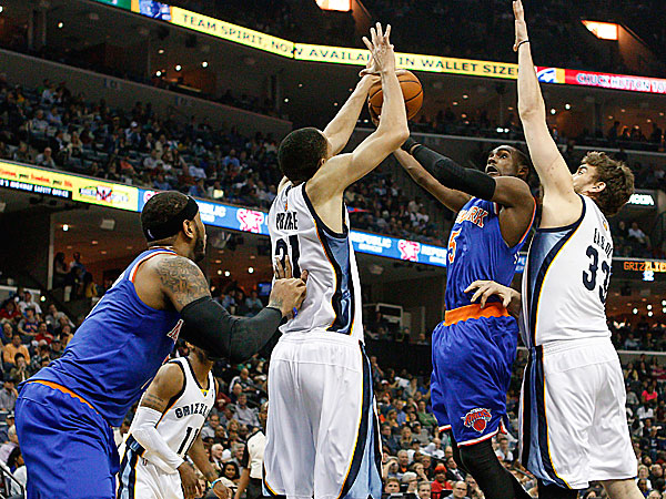 Knicks guard Tim Hardaway, Jr. goes to the basket against Grizzlies forward Tayshaun Prince and center Marc Gasol. (Lance Murphey/AP)
