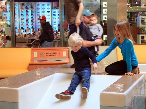 The Children´s Hospital of Philadelphia opened a 1,200-square-foot play area in The Plaza of the King of Prussia Mall.