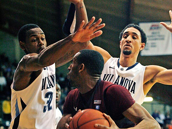 Temple´s Rahlir Hollis-Jefferson looks to shoot as Villanova´s James Bell (32) and Maurice Sutton, right, defend in the first half of an NCAA college basketball game, Wednesday, Dec. 5, 2012, in Philadelphia. (AP Photo/H. Rumph Jr)