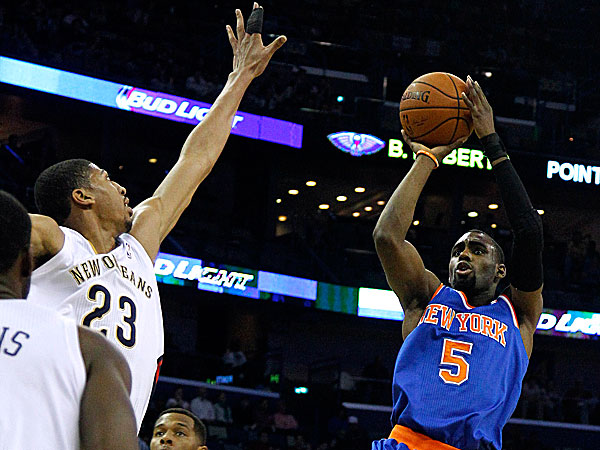 Knicks shooting guard Tim Hardaway Jr. shoots the ball over Pelicans power forward Anthony Davis. (Jonathan Bachman/AP)