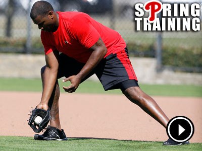 Ryan Howard fields a ground ball at first base during spring<br />training drills. (Yong Kim / Staff Photographer)