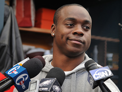 Jeremy Maclin talks with the media prior to cleaning out his locker for the offseason.  (Sarah J. Glover / Staff Photographer)