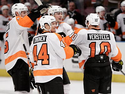 After Sunday´s win over the Rangers, the Flyers have gone 23 straight games without back-to-back losses. (Kathy Willens/AP Photo)