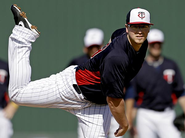 Minnesota Twins pitcher Vance Worley throws to a batter during a<br />spring training baseball workout, Tuesday, Feb. 19, 2013, in Fort<br />Myers, Fla. (AP Photo/David Goldman)