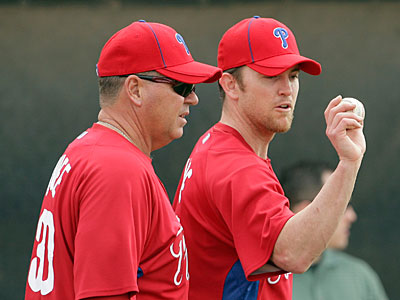 Phillies pitcher Brad Lidge speaks with pitching coach Rich Dubee after Lidge´s first spring training pitching session. (Yong Kim / Staff Photographer)