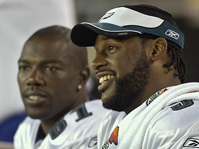 Terrell Owens, seen here with Donovan McNabb in 2004, recently said the two are friends. (Eric Mencher/Staff file photo)