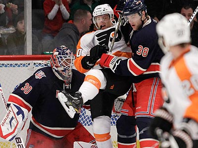 Kris Versteeg scored his first goal as a Flyer in Sunday´s win over the Rangers. (Kathy Willens/AP)