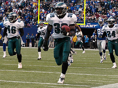 Brian Westbrook´s 84-yard punt return at Giants Stadium in 2003 was one of the highlights of his Eagles career. (Eric Mencher/Staff file photo)