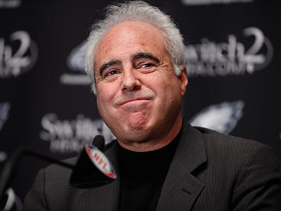 Jeffrey Lurie and the Eagles will host the Bears tonight. (Matt Rourke/AP file photo)
