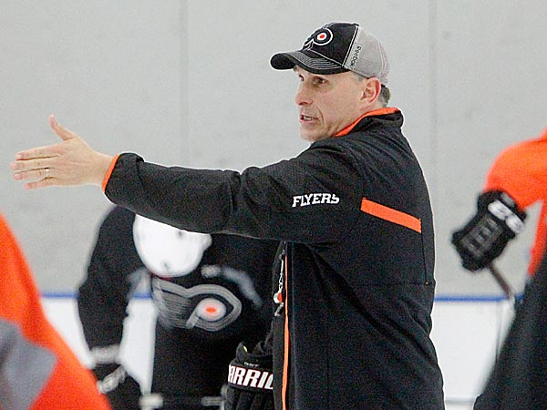 Flyers head coach Craig Berube. (Akira Suwa/Staff Photographer)