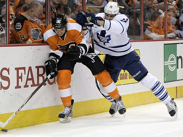 Toronto Maple Leafs´ Mike Brown, right, checks Philadelphia Flyers´ Zac Rinaldo in the first period of an NHL hockey game, Monday, Feb 25, 2013, in Philadelphia. (AP Photo/Michael Perez)