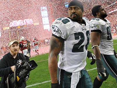The Eagles&acute; Brian Dawkins is a free-agent, but the results of his talks with the Denver Broncos remain unclear. (Clem Murray/Staff file photo)<br />