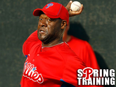 Phillies´ pitcher Jose Contreras throws off a mound at workouts in Clearwater. (Yong Kim / Staff Photographer)