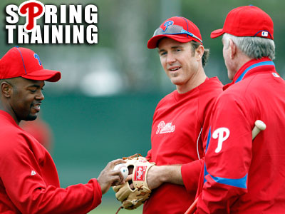 Phillies&acute; Jimmy Rollins and Chase Utley talk to spring instructor Mike<br />Schmidt. (Yong Kim / Staff Photographer)