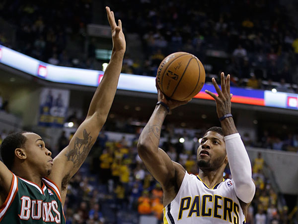 The Pacers´ Paul George shoots against Milwaukee Bucks´ John Henson during the second half . (Darron Cummings/AP)