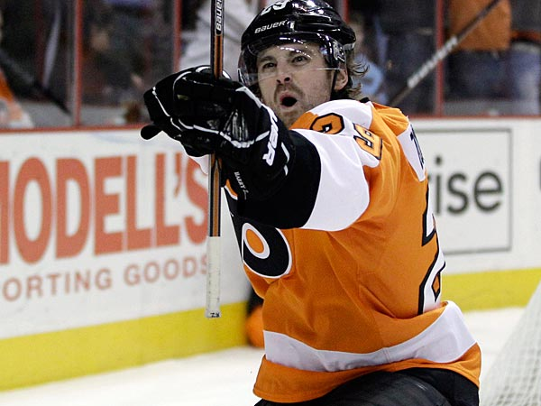 Philadelphia Flyers´ Harry Zolnierczyk celebrates after scoring a goal in the second period of an NHL hockey game against the Chicago Blackhawks, Thursday, Jan. 5, 2012, in Philadelphia. (AP Photo/Matt Slocum)