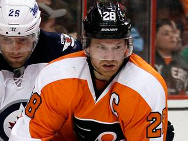Claude Giroux has 15 points in his last 10 games, during which the Flyers are 6-4. (Tom Mihalek/AP)