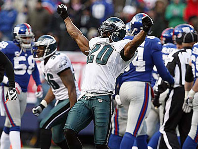 Brian Dawkins celebrates after the Eagles stopped the Giants on fourth down for the second time in the fourth quarter of a win this season over New York. (David Maialetti / Staff Photographer)