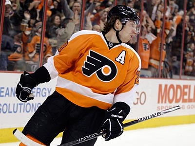 Claude Giroux scored his 26th goal of the season on Thursday against the Islanders. (Matt Slocum/AP file photo)