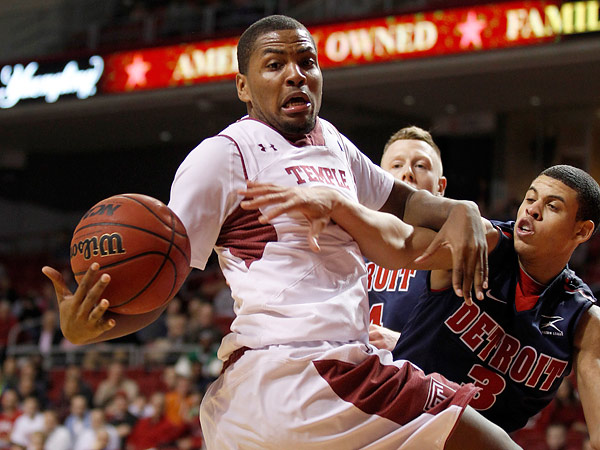 Temple&acute;s Khalif Wyatt loses the basketball against Detroit&acute;s Ray<br />McCallum during the second half on Thursday, February 28, 2013. (Yong Kim/Staff Photographer)