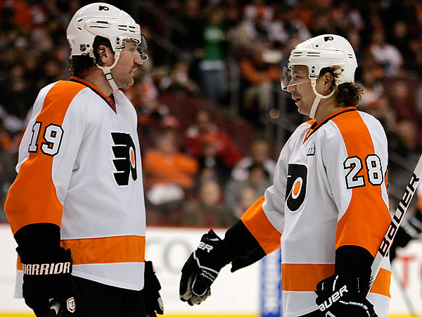 Since Scott Hartnell rejoined the Flyers&acute; lineup last Saturday after missing 16 games with a fractured toe, Claude Giroux has returned to playing like the Hart Trophy contender many pegged him to be. (Tom Mihalek/AP file photo)<br />