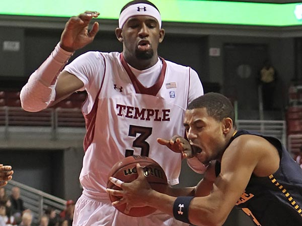 On his drive to the basket in the first half, LaSalle&acute;s #3, Tyreek<br />Duren, center, runs into Temple&acute;s #3, Anthony Lee but no foul was<br />called. Temple won 82-74. Big Five matchup. La Salle at Temple.  Game<br />action  02/21/2013 ( MICHAEL BRYANT / Staff Photographer )