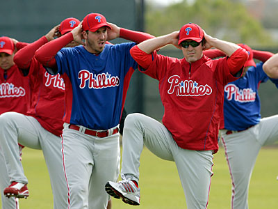 Chase Utley leads warm-ups at spring training. Chat Phillies with the Daily News´ Paul Hagen. (Yong Kim / Staff Photographer)