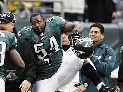 """""""You know what? I think I´ll be back with the Eagles,"""" says Jeremiah Trotter. ( David Maialetti / Staff Photographer )"""